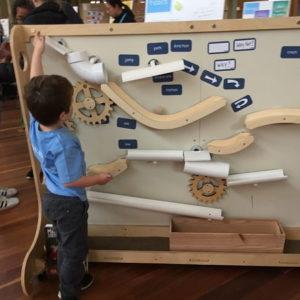 mur-magnetique-mobile-jouet-stem-collectivité