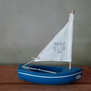 bateau-thonier-tirot-modele-200-coque-bleu-voile-blanche