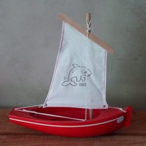 bateau-tirot-thonier-modele-204-coque-rouge-voile-blanche