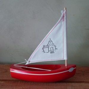 bateau-bois-tirot-modele-201-coque-rouge-voile-blanche