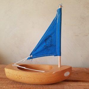 bateau-thonier-tirot-modele-200-coque-naturel-voile-bleu