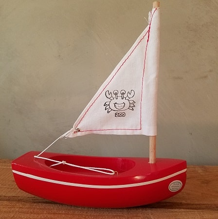 bateau-thonier-tirot-modele-200-coque-rouge-voile-blanche
