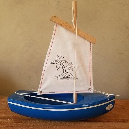 bateau-thonier-tirot-modele-202-coque-bleu-voile-blanche