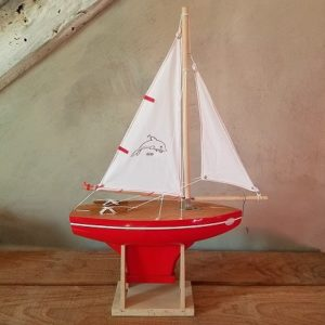 bateau-thonier-tirot-modele-400-coque-rouge-voile-blanche