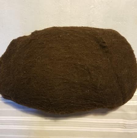 laine-cardée-noire-du-velay-feutrage