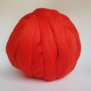 laine-merinos-ruban-peigné-rouge-230