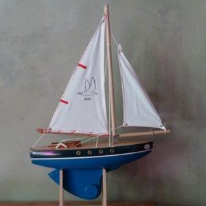 voilier-tirot-modele-500-quille-ronde-coque-bleue