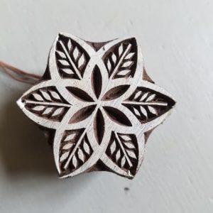 tampon-artisanal-bois-blockwallah-fleur-enfant