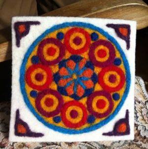 mandalaine-activite-creative-laine-feutrage-enfant-coloriage-waldorf