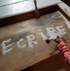crayon-sable-montessori-ecole-graphisme-ecriture