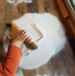 rouleaux-bois-textures-pate-a-modeler-argile-sensoriel-enfant