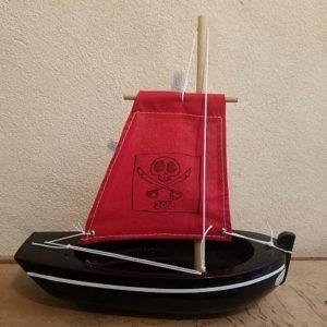 bateau-thonier-pirate-tirot-modele-205-coque-noir-voile-rouge