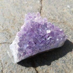collection-mineraux-enfant-amethyste-cristalisée-lithotherapie-montessori