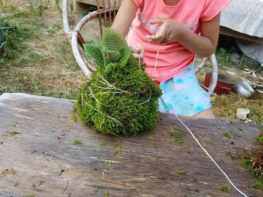 kokedama-enfant-nature-jouer
