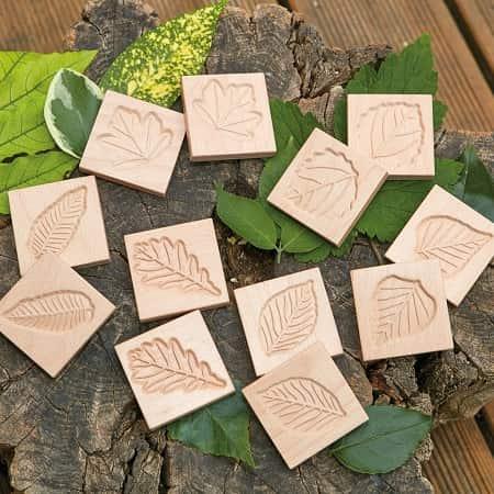 tuiles-sensorielles-feuilles-bois-maternelle