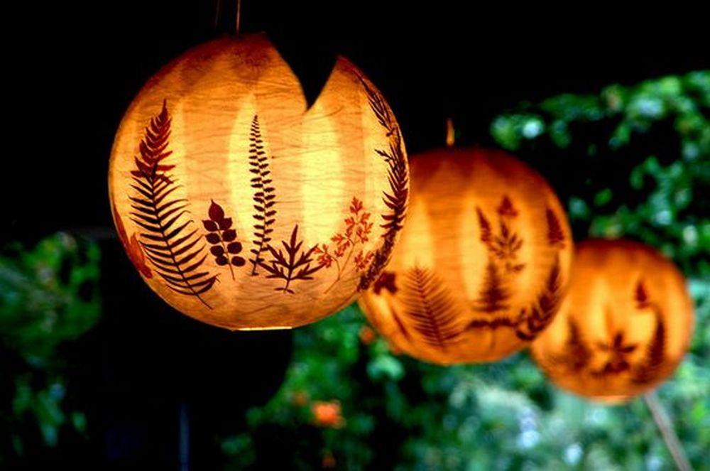 artisanat-d-automne-enfant-lanterne-feuilles-papier-colle-farine-waldorf-poesie