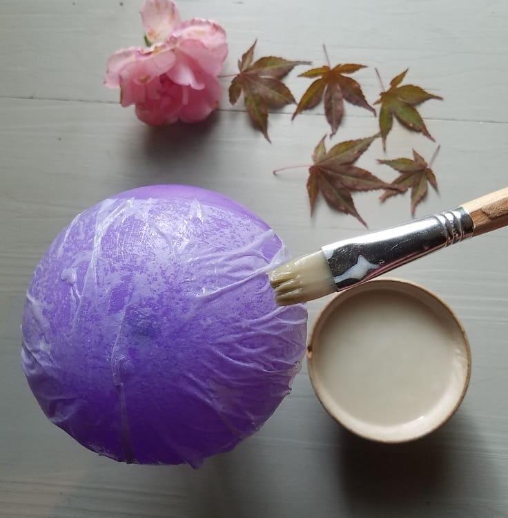artisanat-d-automne-enfant-lanterne-feuilles-papier-colle-farine