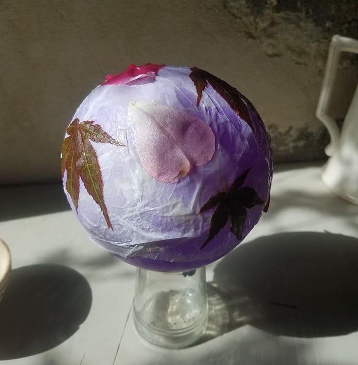 artisanat-d-automne-enfant-lanterne-feuilles-papier-fabriquer