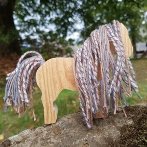 kit-licorne-unicorn-enfant-diy-si-on-fabriquait-bois-laine-upcycling-violet