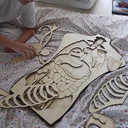 stukapuka-puzzle-geant -en-bois -anatomie-corps-humain-jouer