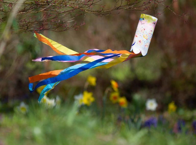 diy-manche-a-air-koinobori-enfant-bricolage-recyclage-cerf-volant