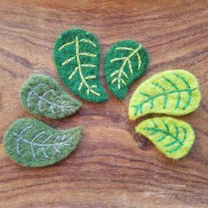 decoration-nature-feuilles-feutre-laine-rico-design