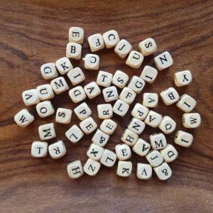 perles-bois-alphabet-enfant-craft