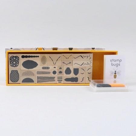 tampon-enfant-bois-insectes-stamps-bugs-princeton-architectural-press-jouer-creativité