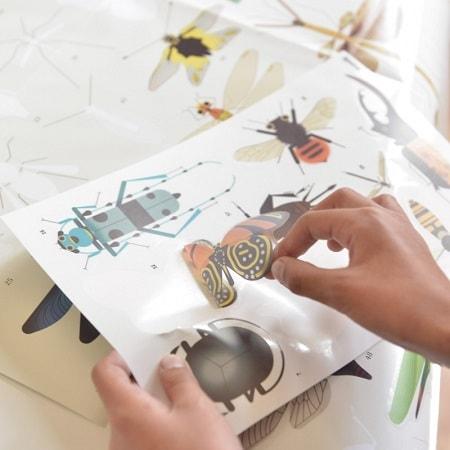 poster-geant-stickers-insectes-poppik-gommettes-activité-enfant-instruction