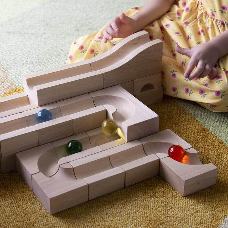 circuit-à-billes-en-bois-bloc-unité-guidecraft-maternelle