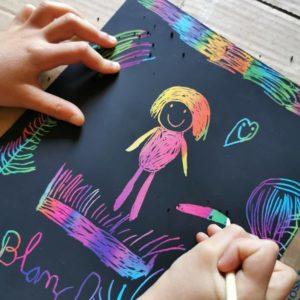 papier-a-gratter-noir-enfant-dessin