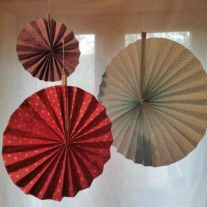 rosace-en-papier-suspension-decoration-rico-design-bleu-rose