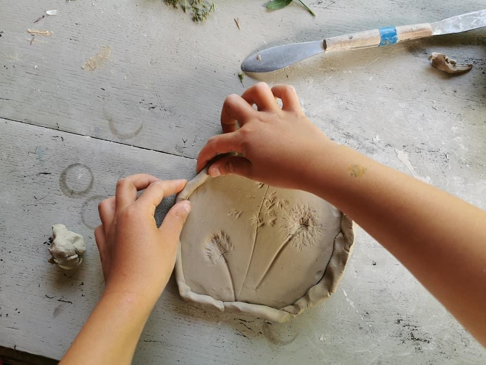 diy-empreinte-vegetale-platre-argile-bricolage-enfant