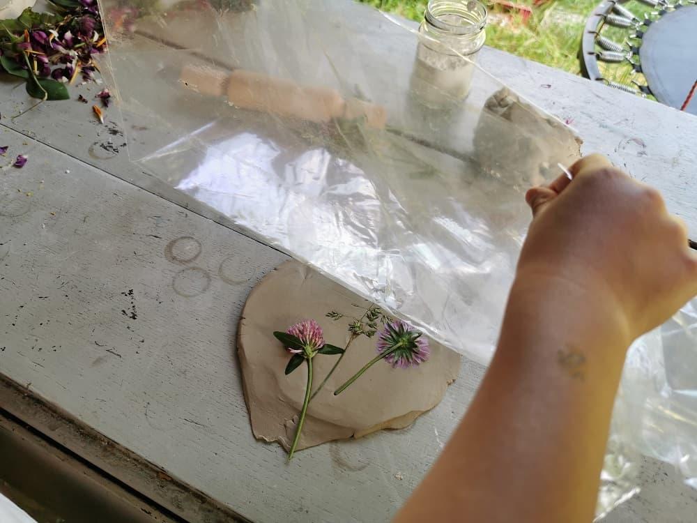 diy-empreinte-vegetale-platre-argile-ecole-de-la-foret-craft
