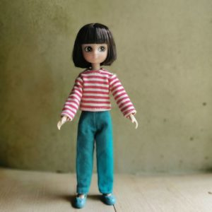 poupée-lottie-mannequin-alternative-barbie-artiste-peintre
