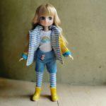 poupée-lottie-mannequin-alternative-barbie-muddy-puddle-jour-de-pluie