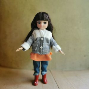 poupée-lottie-mannequin-alternative-barbie-promenade-dans-le-parc