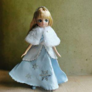 poupée-lottie-mannequin-alternative-barbie-reine-des-neiges