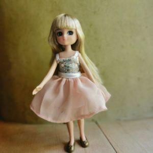 poupée-lottie-mannequin-alternative-barbie-reine-du-chateau-jouet