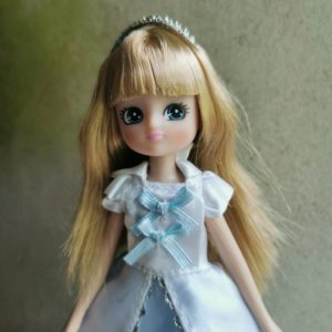 poupée-lottie-mannequin-barbie-reine-des-neiges